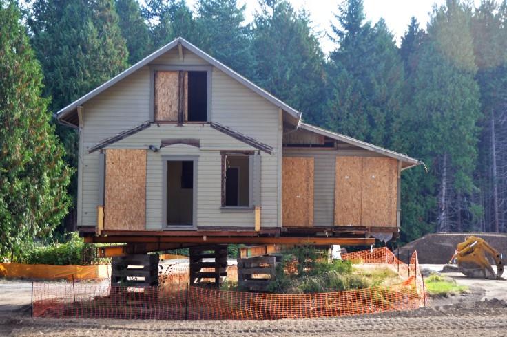 Eddy house on cribbing (4)