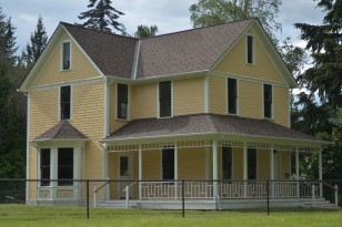 Reard House with porch (1)